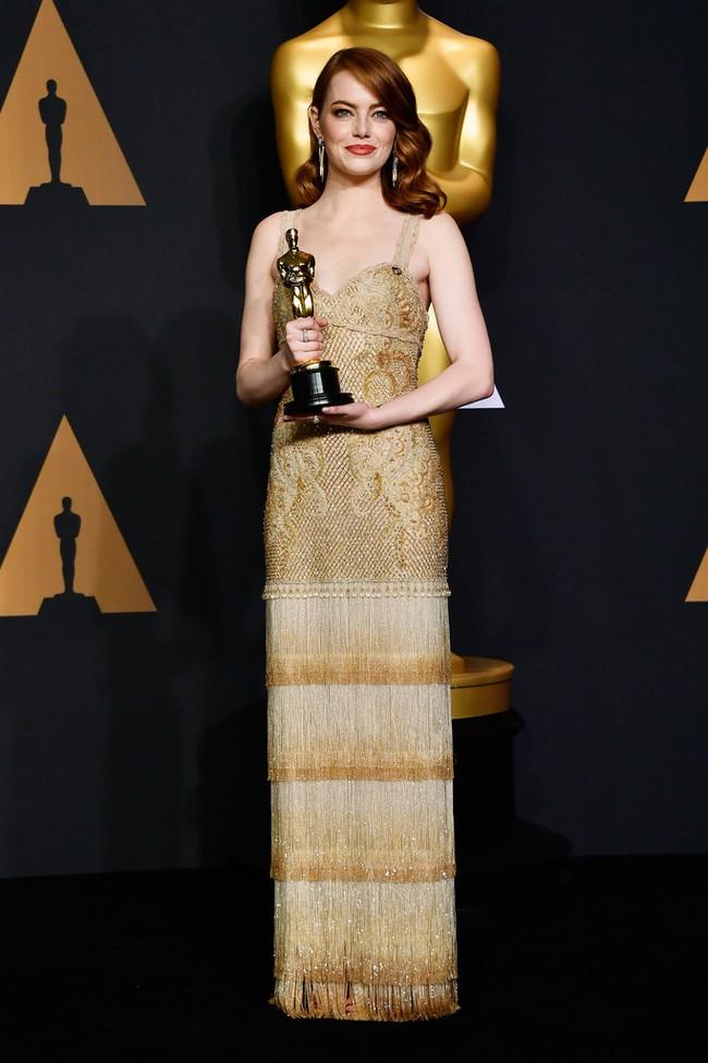 Đã thắng Oscar lại đẹp hết phần người khác, Emma Stone chính là nữ thần của đêm trao giải! - Ảnh 10.