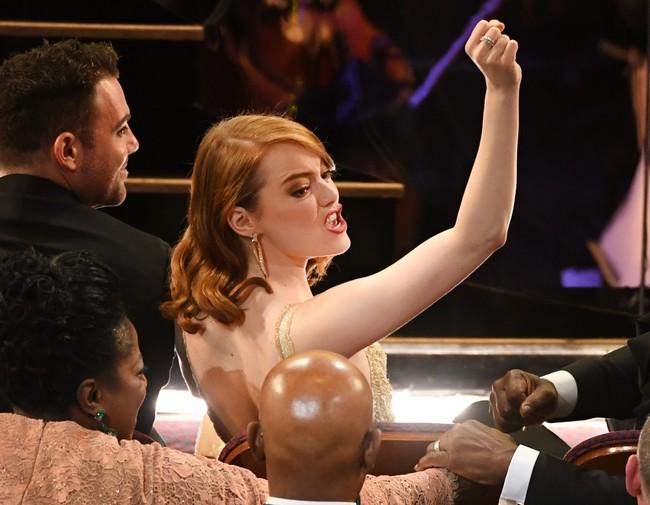 Đã thắng Oscar lại đẹp hết phần người khác, Emma Stone chính là nữ thần của đêm trao giải! - Ảnh 15.
