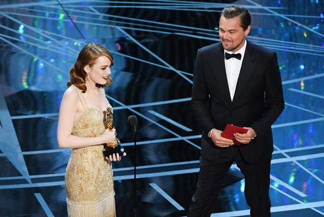 Đã thắng Oscar lại đẹp hết phần người khác, Emma Stone chính là nữ thần của đêm trao giải! - Ảnh 13.