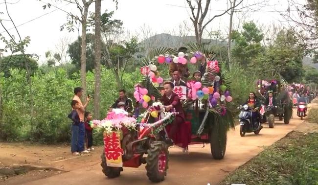 Màn rước dâu bằng 5 xe công nông của cặp đôi lệch nhau 10 tuổi ở Thanh Hóa - Ảnh 3.