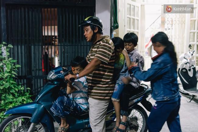 Người mẹ ngậm dầu phun lửa mỗi đêm ở phố Tây Bùi Viện để kiếm tiền nuôi 2 con ăn học - Ảnh 9.