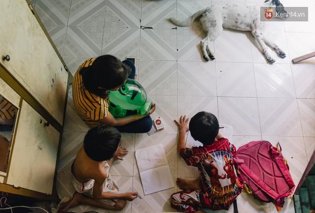 Người mẹ ngậm dầu phun lửa mỗi đêm ở phố Tây Bùi Viện để kiếm tiền nuôi 2 con ăn học - Ảnh 5.