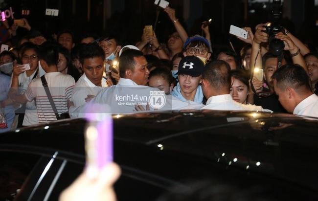 Loạt hình ảnh rõ mặt siêu hiếm hoi của Yoona khi vừa đến Việt Nam - Ảnh 8.