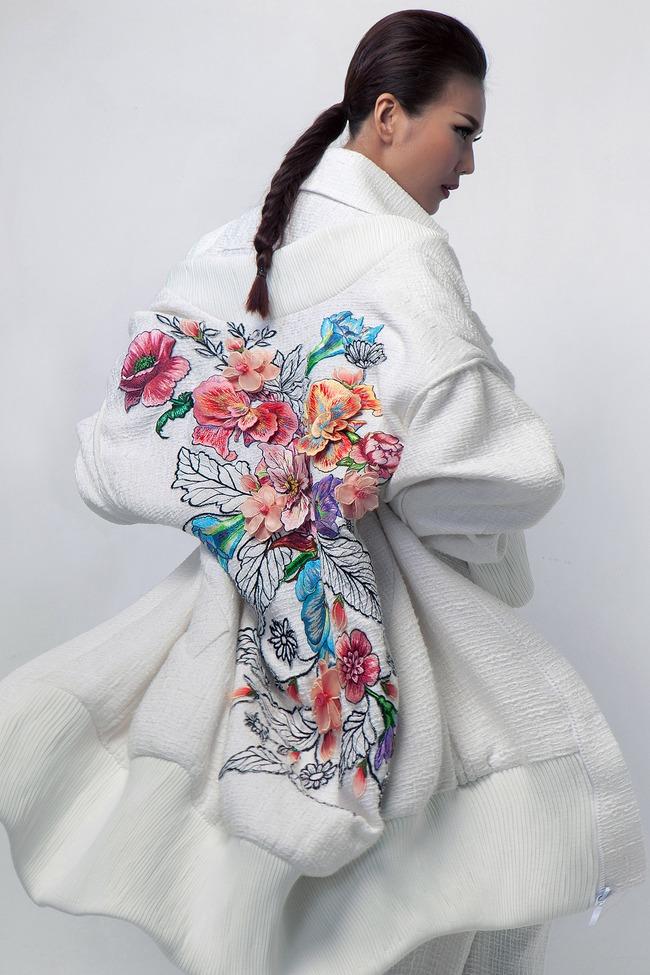 Siêu mẫu Thanh Hằng trở thành Em Hoa của NTK Công Trí! - Ảnh 2.