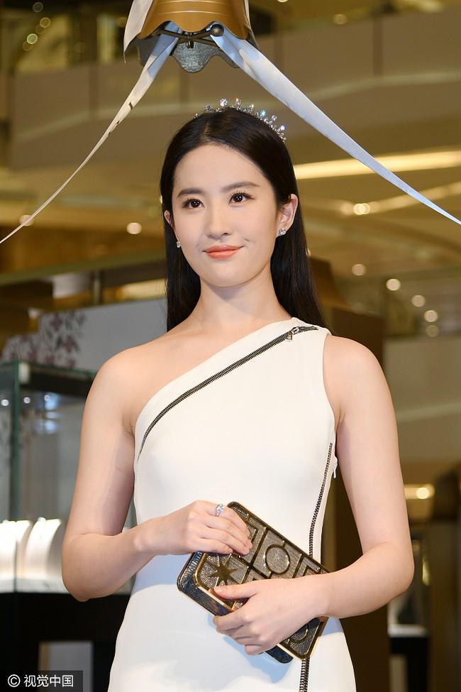 Lưu Diệc Phi béo lên trông thấy, lộ vòng 2 lớn bất thường vì mang bầu với Song Seung Hun? - Ảnh 6.