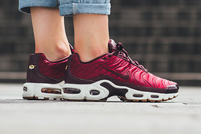 Điểm mặt 5 mẫu giày thể thao satin đẹp không kém giày mới ra mắt của Zara - Ảnh 6.
