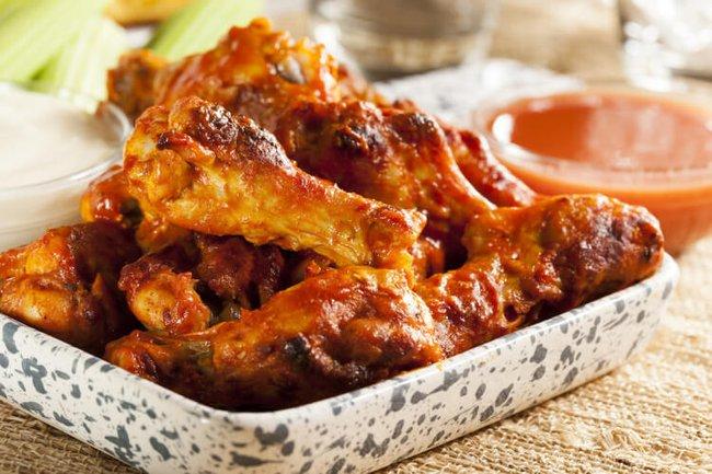 Ai mà tin được, làm sốt với loại quả quen thuộc này lại giúp món cánh gà nướng ngon hơn hẳn - Ảnh 1.