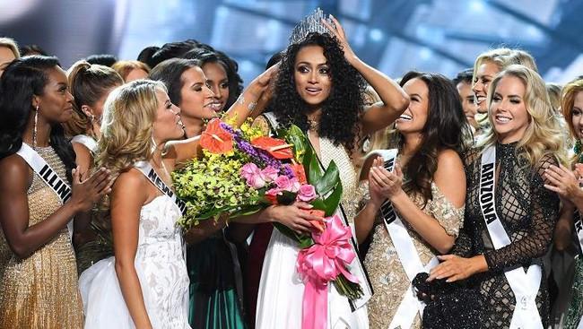 Vượt qua loạt mỹ nhân gợi cảm, nhà khoa học nữ đăng quang Hoa hậu Mỹ 2017 - Ảnh 3.