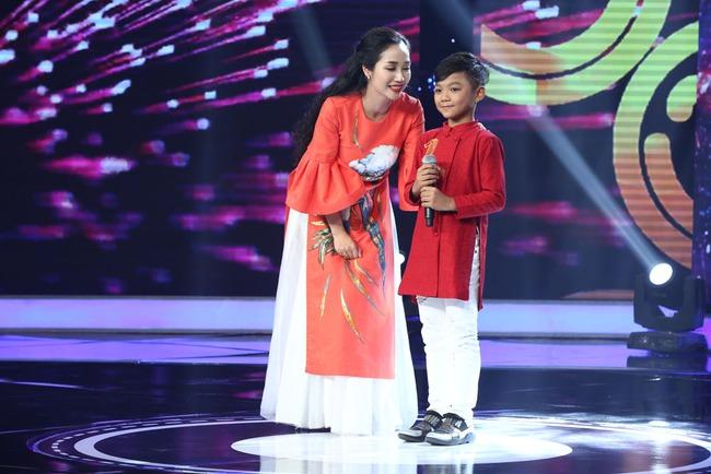 Cô bé Nghệ An khiến mẹ bật khóc trên truyền hình, khán giả bật dậy vỗ tay - Ảnh 5.