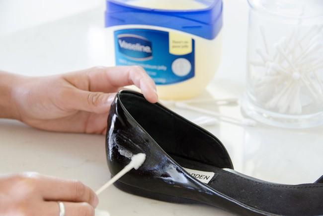 Ai đi giày chắc chắn sẽ cần đến những mẹo vặt này - Ảnh 13.