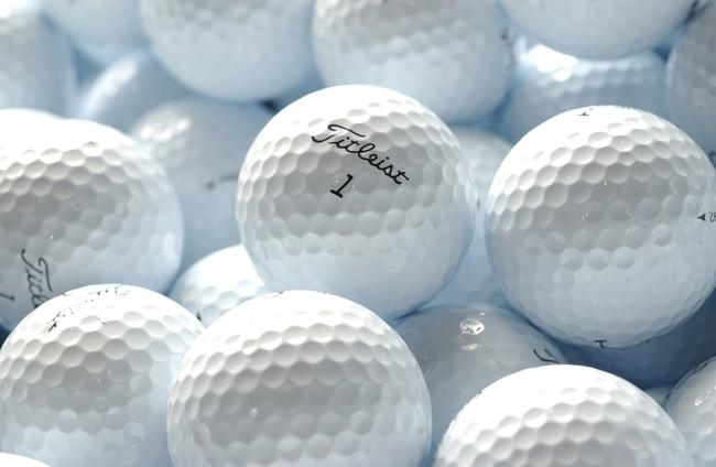 Tại sao quả bóng đánh golf lại có những vết lõm hình tổ ong? - Ảnh 1.