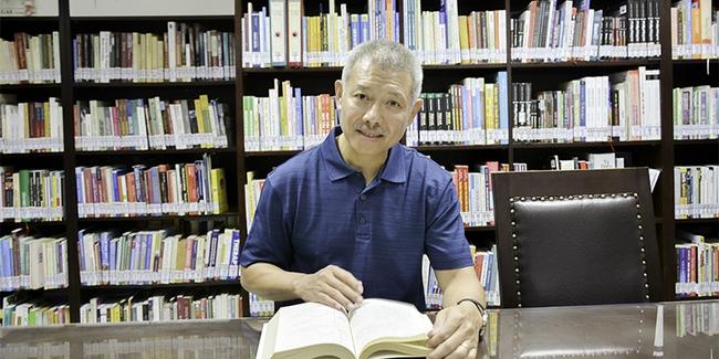 Phó hiệu trưởng ĐH Hoa Sen mặc quần sooc, áo thun giảng bài trước sinh viên: Không phải lần đầu tiên! - Ảnh 7.