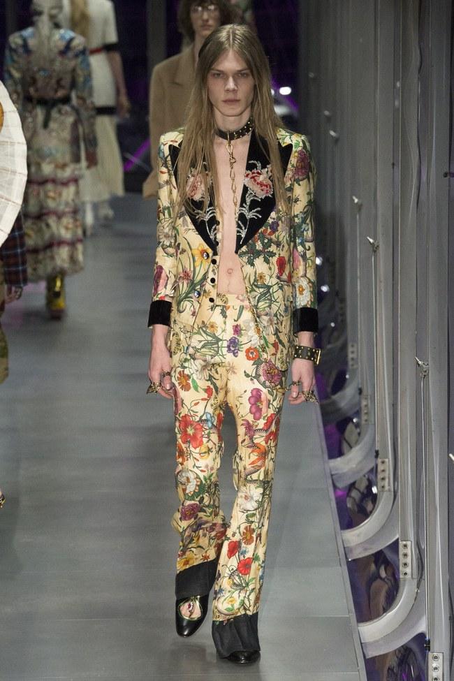 HOT: Hồ Ngọc Hà diện đồ sexy giá hàng trăm triệu, vui tươi tạo dáng bên Tom Hiddleston tại show Gucci - Ảnh 22.
