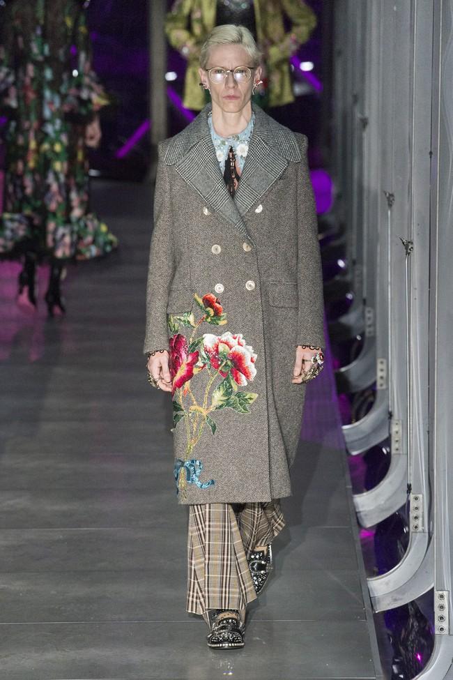 HOT: Hồ Ngọc Hà diện đồ sexy giá hàng trăm triệu, vui tươi tạo dáng bên Tom Hiddleston tại show Gucci - Ảnh 23.