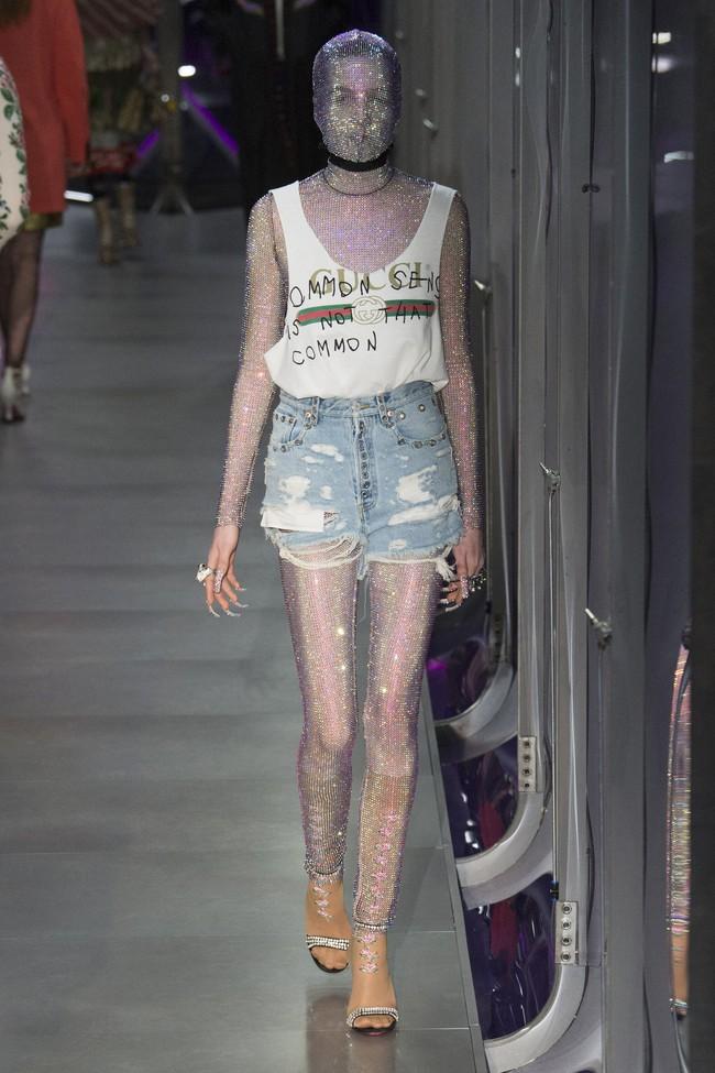 HOT: Hồ Ngọc Hà diện đồ sexy giá hàng trăm triệu, vui tươi tạo dáng bên Tom Hiddleston tại show Gucci - Ảnh 32.