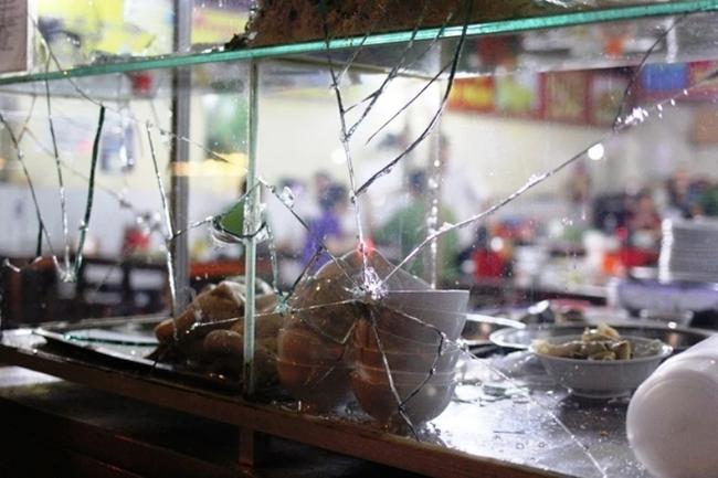 Truy bắt nhóm thanh niên trốn khỏi địa phương sau khi chém chiến sĩ công an, bảo vệ dân phố trọng thương ở Sài Gòn - Ảnh 2.