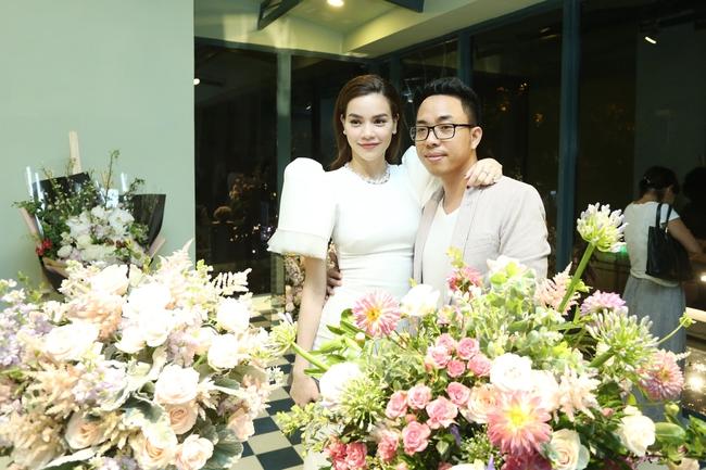 Noo Phước Thịnh ôm chầm Hồ Ngọc Hà khi đến chúc mừng đàn chị - Ảnh 8.