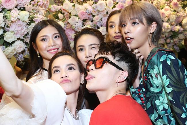 Noo Phước Thịnh ôm chầm Hồ Ngọc Hà khi đến chúc mừng đàn chị - Ảnh 16.
