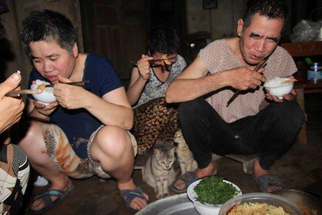 Rơi nước mắt chuyện người mẹ già muốn cho 6 con dại ăn một bữa thật no rồi uống thuốc độc cùng chết - Ảnh 10.