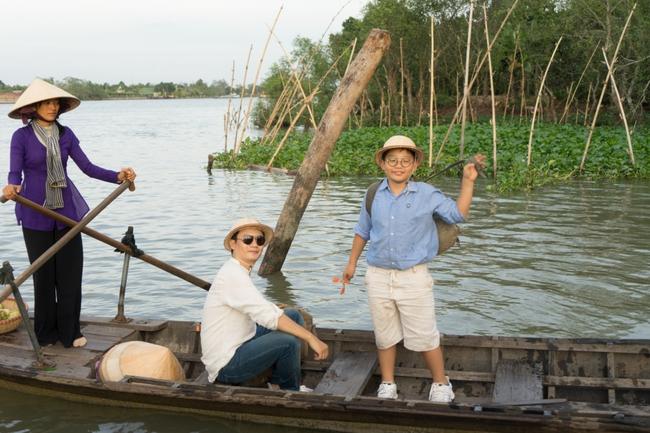 Bé Tê Giác được bố Hoàng Bách dẫn qua 31 tỉnh thành trên cả nước để quay MV - Ảnh 4.