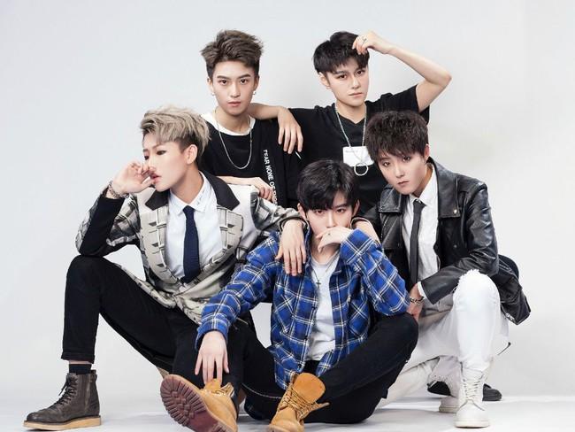 Boyband Cpop mới thành lập gây sốt bởi 5 thành viên thực chất đều là... con gái - Ảnh 3.