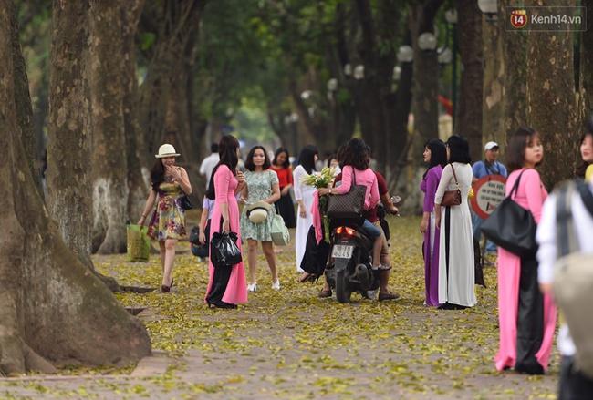 Cuối tuần, chị em áo dài váy hoa kéo nhau đi pose ảnh ở con đường lá vàng Phan Đình Phùng - Ảnh 10.