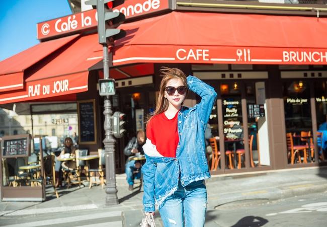 Ngọc Trinh khoe vẻ đẹp năng động, tươi vui hết cỡ trên đường phố Paris - Ảnh 1.