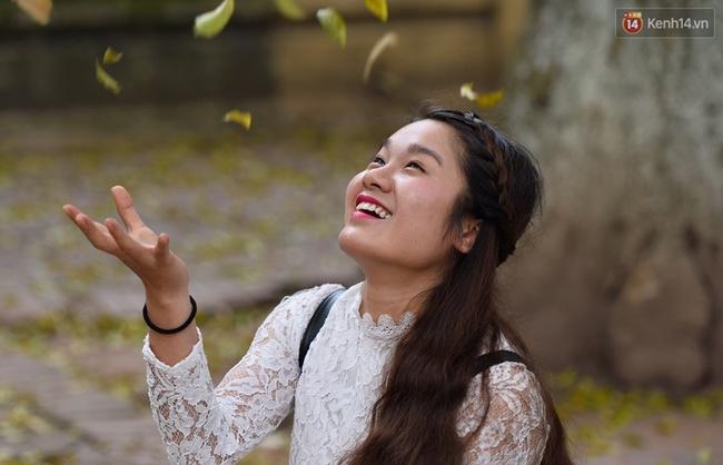 Cuối tuần, chị em áo dài váy hoa kéo nhau đi pose ảnh ở con đường lá vàng Phan Đình Phùng - Ảnh 3.