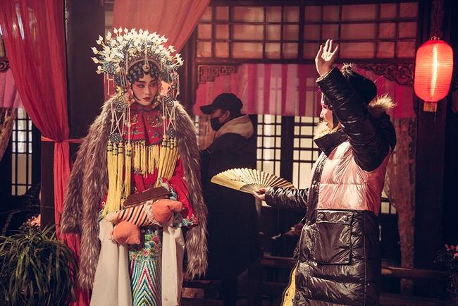 Khánh My hóa trang, hát kinh kịch như đúng rồi trong phim điện ảnh Hoa ngữ - Ảnh 4.