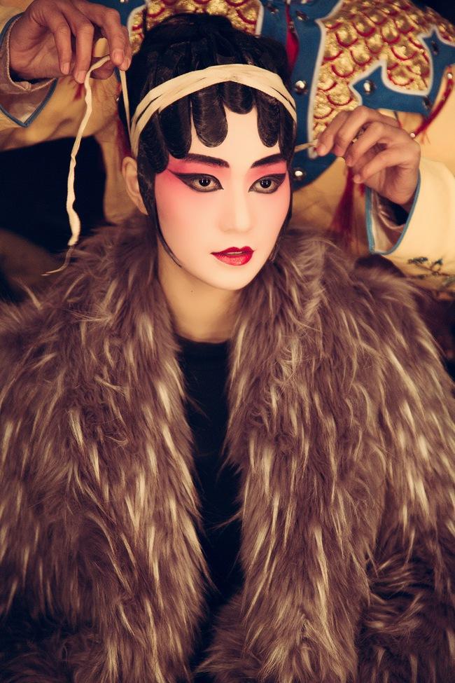 Khánh My hóa trang, hát kinh kịch như đúng rồi trong phim điện ảnh Hoa ngữ - Ảnh 8.