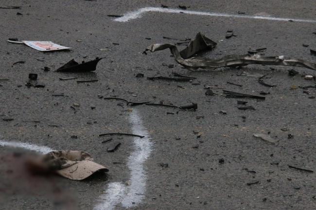 Chùm ảnh: Hiện trường vụ xe đón dâu đâm vào xe tải khiến 3 người thiệt mạng, 16 người khác bị thương - Ảnh 9.