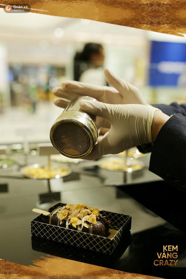 Kem vani, kem chocolate là xưa rồi, giờ người ta ăn kem với vàng 24k và mì tôm, ớt bột cơ! - Ảnh 13.
