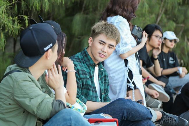 """Will căng thẳng vì đội nắng suốt 2 ngày để quay MV nhạc phim """"Em chưa 18"""""""