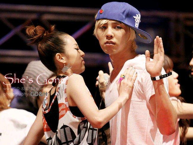 Nhìn G-Dragon và Dara mùi mẫn như thế này, trái tim fangirl làm sao mà không loạn nhịp cho được! - Ảnh 2.