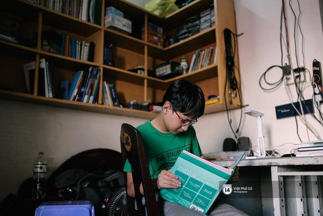 Cậu bé Việt chinh phục 8.5 IELTS: Không đến trường học từ năm lớp 6, rèn tiếng Anh bằng cách xem TV - Ảnh 1.
