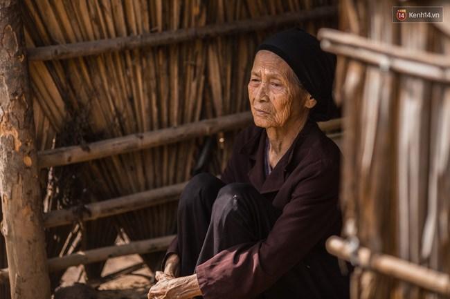 Túp lều lá trên đồi tràm và câu chuyện tình giản dị của hai vợ chồng khuyết tật ở Đồng Nai - Ảnh 3.
