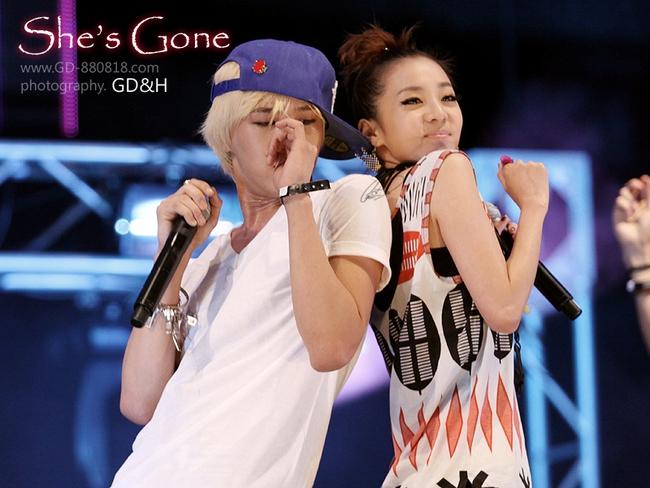 Nhìn G-Dragon và Dara mùi mẫn như thế này, trái tim fangirl làm sao mà không loạn nhịp cho được! - Ảnh 1.