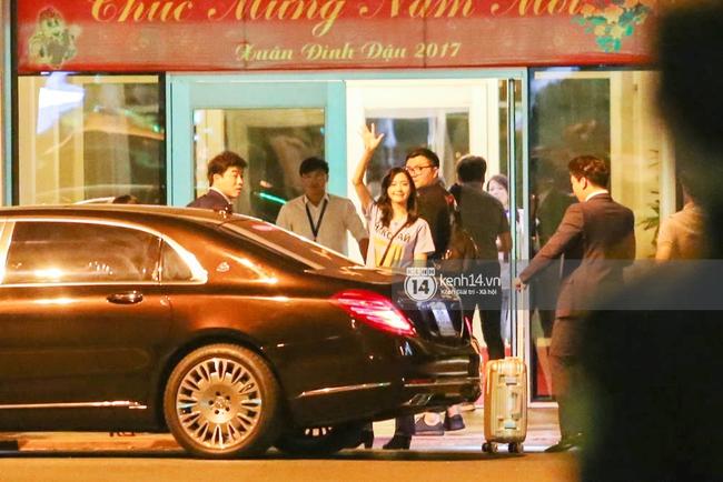 Sau 1 ngày hoạt động liên tục, Yoona vẫn vui vẻ vẫy tay chào tạm biệt fan Việt trước khi trở về Hàn - Ảnh 12.