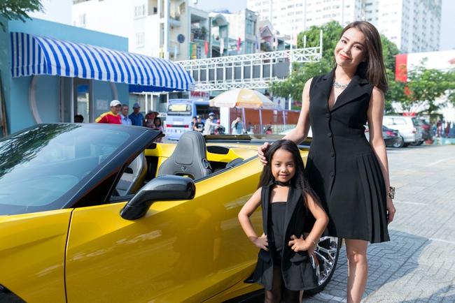 Trà Ngọc Hằng lái siêu xe chở con gái đến họp báo; Phi Thanh Vân khóc nức nở - Ảnh 3.