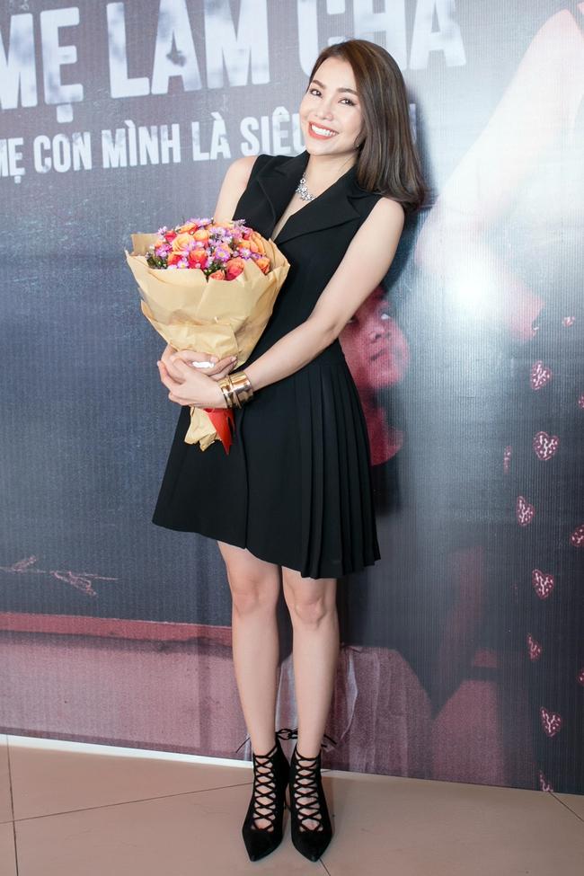 Trà Ngọc Hằng lái siêu xe chở con gái đến họp báo; Phi Thanh Vân khóc nức nở - Ảnh 5.