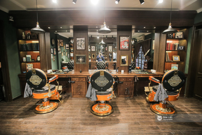 Có gì trong tiệm cắt tóc toàn quý ông lịch lãm ở Hà Nội, nơi con gái không được đặt chân vào? - Ảnh 11.