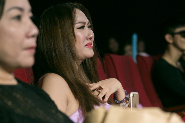 Trà Ngọc Hằng lái siêu xe chở con gái đến họp báo; Phi Thanh Vân khóc nức nở - Ảnh 11.