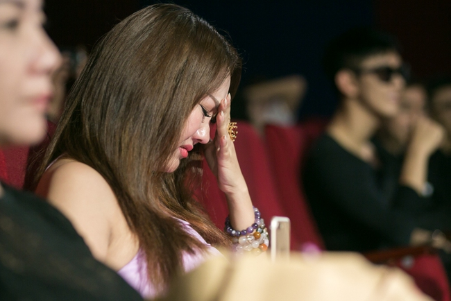 Trà Ngọc Hằng lái siêu xe chở con gái đến họp báo; Phi Thanh Vân khóc nức nở - Ảnh 12.