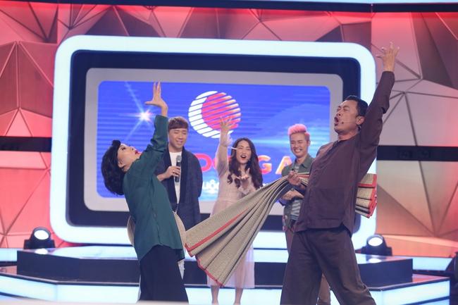 Hòa Minzy hú hét, phát cuồng vì trai cơ bắp trên truyền hình - Ảnh 10.