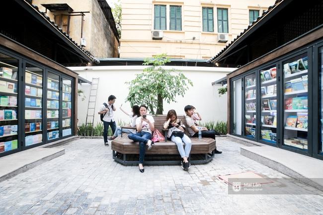 Bãi đỗ xe ồn ã một thời lột xác thành phố sách đầu tiên tuyệt đẹp ngay giữa trung tâm Hà Nội - Ảnh 4.