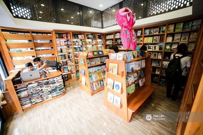 Bãi đỗ xe ồn ã một thời lột xác thành phố sách đầu tiên tuyệt đẹp ngay giữa trung tâm Hà Nội - Ảnh 6.