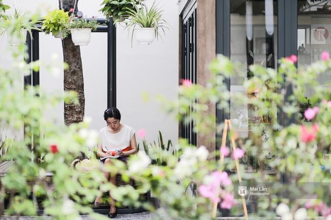 Bãi đỗ xe ồn ã một thời lột xác thành phố sách đầu tiên tuyệt đẹp ngay giữa trung tâm Hà Nội - Ảnh 3.