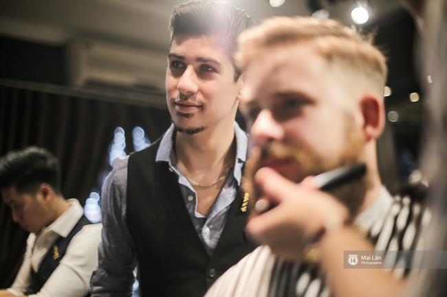 Có gì trong tiệm cắt tóc toàn quý ông lịch lãm ở Hà Nội, nơi con gái không được đặt chân vào? - Ảnh 5.