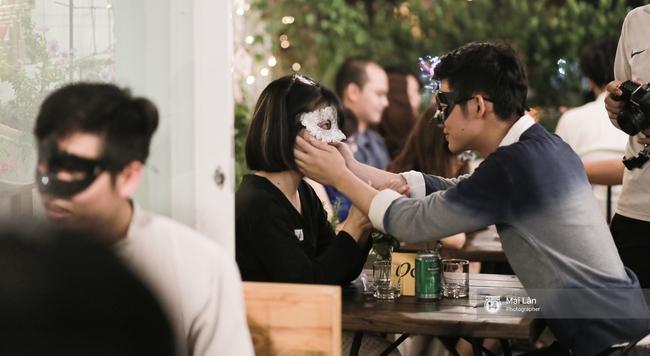 Blind Date - Love At No Sight: Khi những cuộc hẹn hò giấu mặt trong phim bước ra ngoài đời thực - Ảnh 7.
