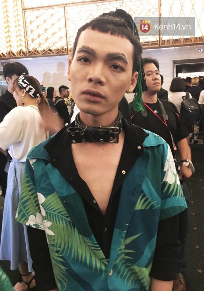 Lông mày lá dừa, con trai mặc đầm xuyên thấu: VIFW 2017 mới 2 ngày đã hội tụ đủ thời trang lạ! - Ảnh 1.